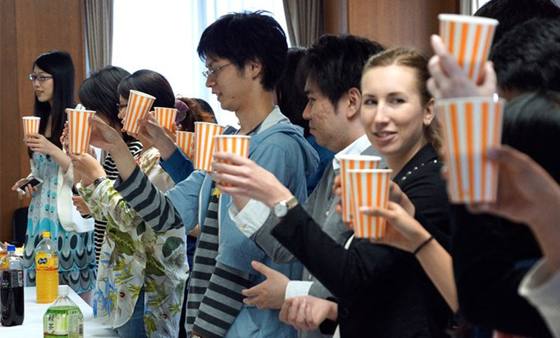 """<span style=""""color: #999999;""""> A welcome party for new international students at Osaka University</span>"""