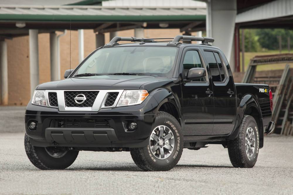 medium resolution of 2017 nissan frontier crew cab pickup pro 4x fq oem 1 2048