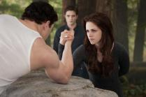 Emmett_Bella_Edward_Arm_Wrestling_BD2
