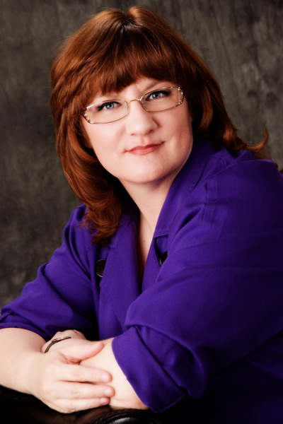 DARYNDA JONES AUTHOR OF FIFTH GRAVE PAST THE LIGHT (CHARLEY DAVIDSON SERIES): EXCLUSIVE INTERVIEW