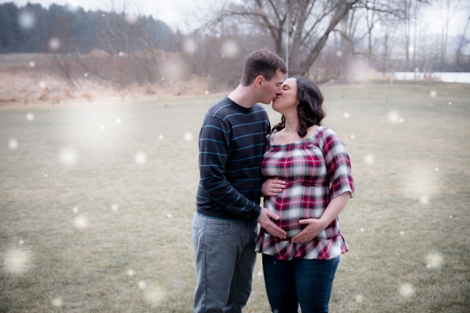 Maternity Photos in the snow