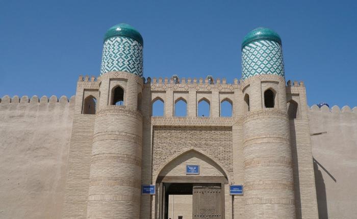 à voir à khiva en ouzbékistan, incontournables khiva, itchan kala, kunya ark, madrasa, séjour ouzbékistan, forteresse de kunya ark