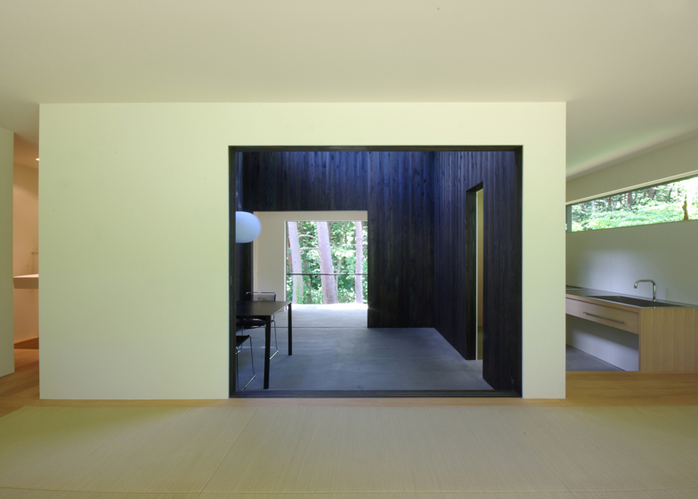 a box on top  architecture  house in fujizakura by case