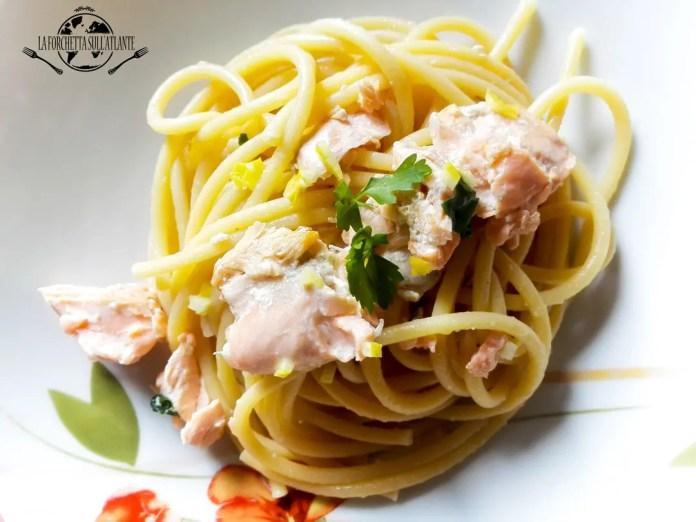 bucatini-con-salmone-fresco-al-profumo-di-limone_laforchettasullatlante_openmag
