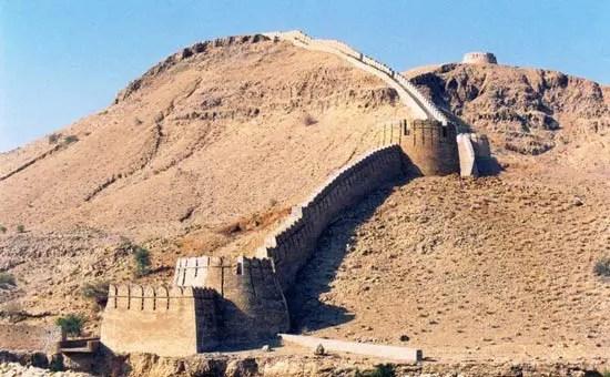 La Grande Muraglia Cinese nel deserto. photo Credits.
