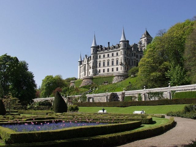 Dunrobin Castle. Pic by: Robert Breuer Creative Commons