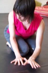 susanna hands floor