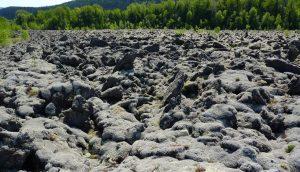 Figura 4.6 roca volcánica en la zona del río Tseax, noroeste de BC [SE]