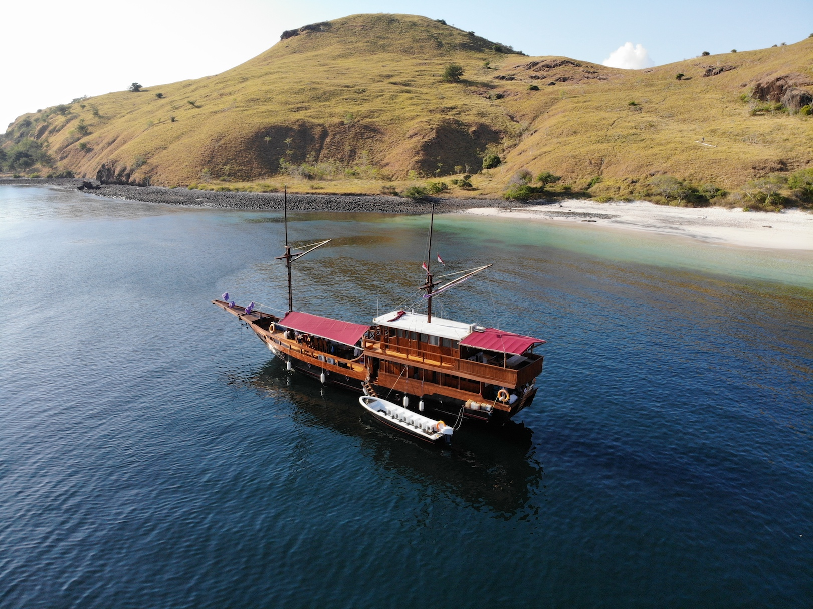 Komodo tour 3d2n, komodo tours package, labuan bajo tours, indonesian komodo tour, phinisi tour package, flores tour, cheap komodo island tour, komodo dragon tours.