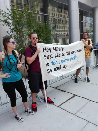 manifestantes anti-Hillary