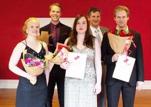 Forrest f.v.: Beate Mordal (3. pris), Simone Sand Victor (publikumspris) og Leif Jone Ølber (1. pris). Bagest f.v.: Albin Ahl (2. pris) og Giordano Bellincampi (juryformand).