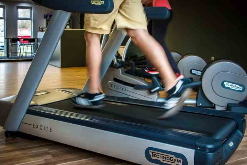 8 Things To Do While Walking On a Treadmill