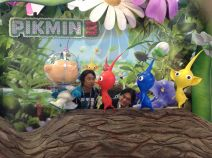 Iwata - At Pikmin 3 Booth with Miyamoto