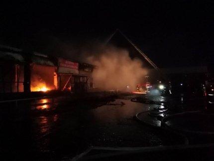 Ночью в России горели два торговых центра: фото и видео масштабных пожаров 1