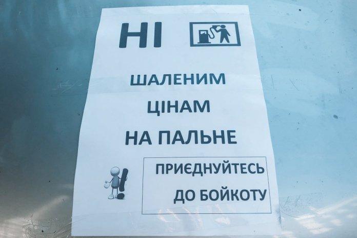 На улицу Грушевского приехали несколько легковых автомобилей