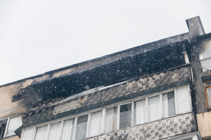 Все имущество, которое находилось на балконе, сильно обгорело