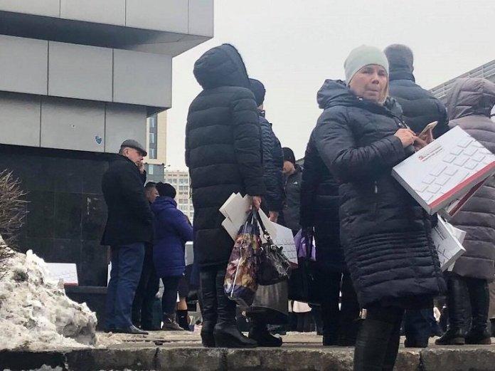 На форуме Порошенко бюджетникам раздали специальные коробки. Фото содержимого - Страна.ua 2
