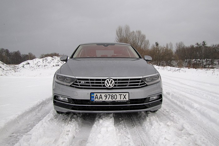 Тест Бизнесмен на большой дороге. Чем удивил Volkswagen Passat восьмого поколения в комплектации Premium R-Line - ФОКУС 2