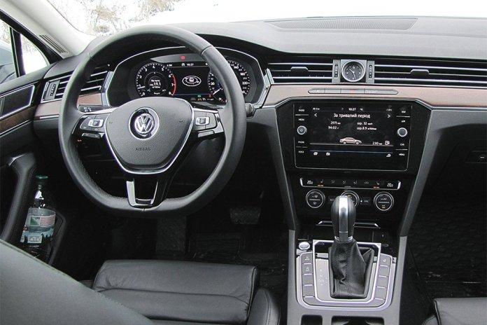 Тест Бизнесмен на большой дороге. Чем удивил Volkswagen Passat восьмого поколения в комплектации Premium R-Line - ФОКУС 6