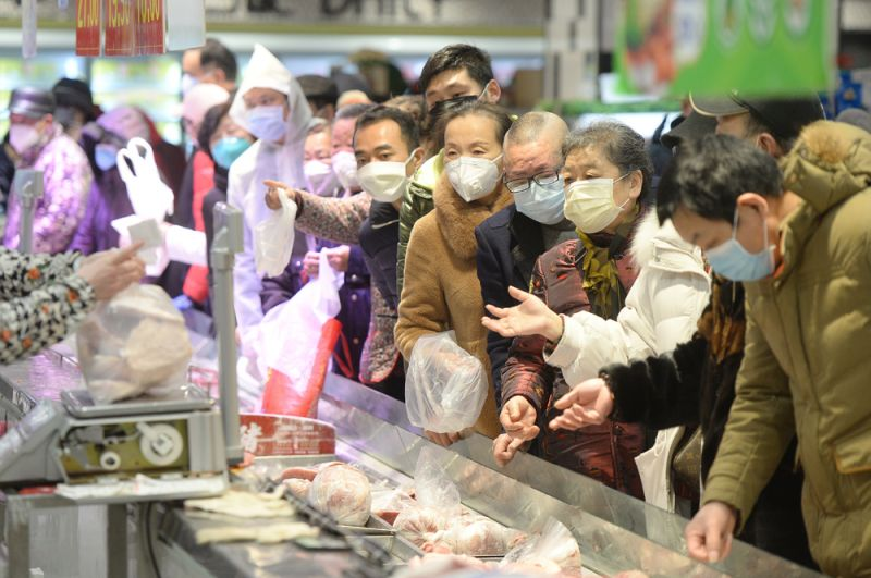 Покупатели в супермаркете.