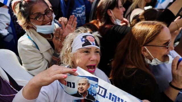 Сторонники Нетаньяху у здания суда в Иерусалиме (5 апреля 2021)