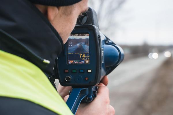 На украинских дорогах появилось уже 100 TruCAM: где стоят полицейские с радарами