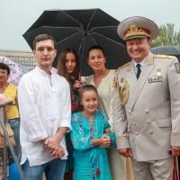 ХОЖДЕНИЕ В НАРОД. Запорожский генерал-губернатор с семьей. Фото ДНЯ