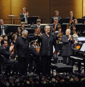v.l.: Leon Fleisher, Nicholas Angelich und  Dennis Russell Davies + Neue Philharmonie Westfalen - Foto:KFR/Frank Mohn