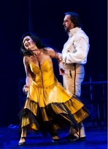 Tara Venditti u. Adrian Xhema Foto @ Oliver Berg, Theater Münster
