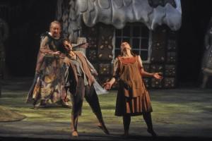 Oper am Rhein/Hänsel und Gretel/Wolfgang Schmidt (Hexe), Katarzyna Kuncio (Hänsel), Romana Noack (Gretel)-Foto@Hans Jörg Michel