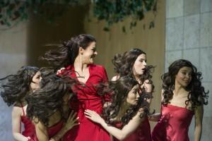 Eleonore Marguerre (Armida) und Tänzerinnen ©Thomas M. Jauk / Stage Picture