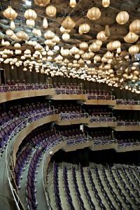 Innenansicht des Großen Hauses mit dem einzigartigen Lampenhimmel © Jochen Quast