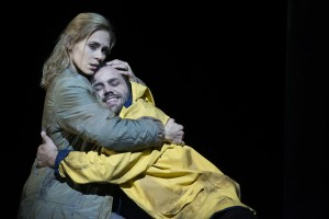 Emily Newton (ellen Orford), Peter Marsh (Peter Grimes) ©Thomas M. Jauk / Stage Picture GmbH