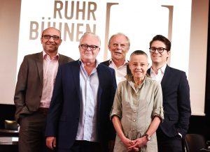 v.l.: Axel Biermann (Geschäftsführer der Ruhr Tourismus GmbH ), die drei Sprecher der RuhrBühnen: Peter Carp (Intendant Theater Oberhausen),  Jürgen Fischer (Leiter des Referats Kultur und Sport beim Regionalverband Ruhr) und Bettina Pesch (Geschäftsführende Direktorin Theater Dortmund) sowie Lukas Crepaz (Geschäftsführer der Kultur Ruhr GmbH)