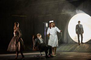 Eleonore Marguerre ( Marguerite), Lucian Krasznec (Faust), Karl-Heinz Lehner (Mephistopheles), David N. Koch (junger Faust) ©Thomas Jauk, Stage Picture