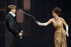 Oliver Arno (Joe Gillis), Pia Douwes (Norma Desmond) ©Thomas Jauk, Stage Picture