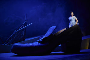 Almerija Delic (Vaniliput) / Theater Dortmund /Gullivers Reise/ Foto ©Thomas Jauk, Stage Picture