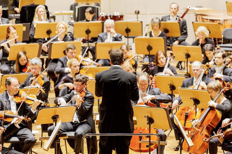 Dortmunder Philharmoniker unter der Ltg. von GMD Gabriel Feltz / Foto @ Magdalena-Spinn