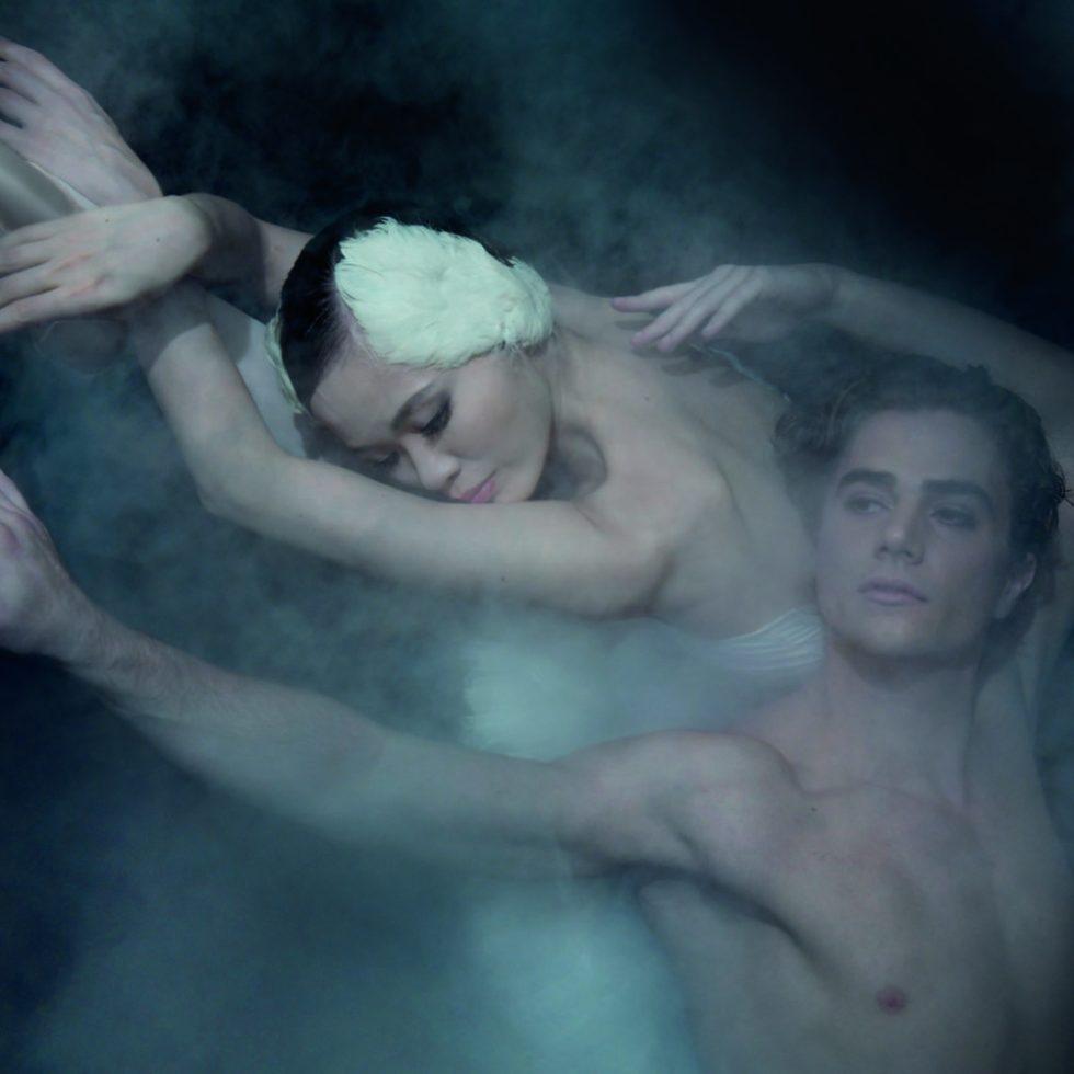 """Plakatshooting """"Schwanensee"""" / Aalto-Ballett (© Bettina Stöß)."""