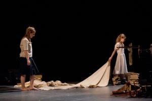 Dialogues des Carmélites/Theater Aachen/ Suzanne Jerosme/Kinderstatistin/Foto @ Ludwig Koerfer