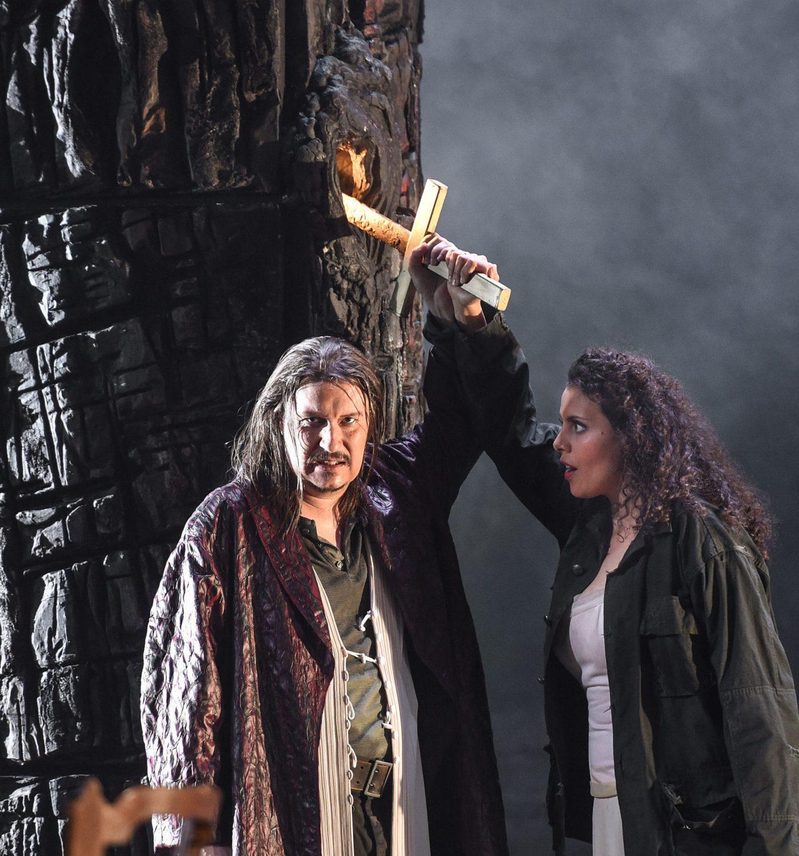 Daniel Frank (Siegmund) und Sarah Ferede (Sieglinde) – FOTO: Hans Jörg Michel