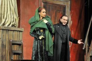 Oper am Rhein / Tosca/ Morenike Fadayomi (Tosca), Boris Statsenko (Scarpia)/ Foto @ Hans Jörg Michel