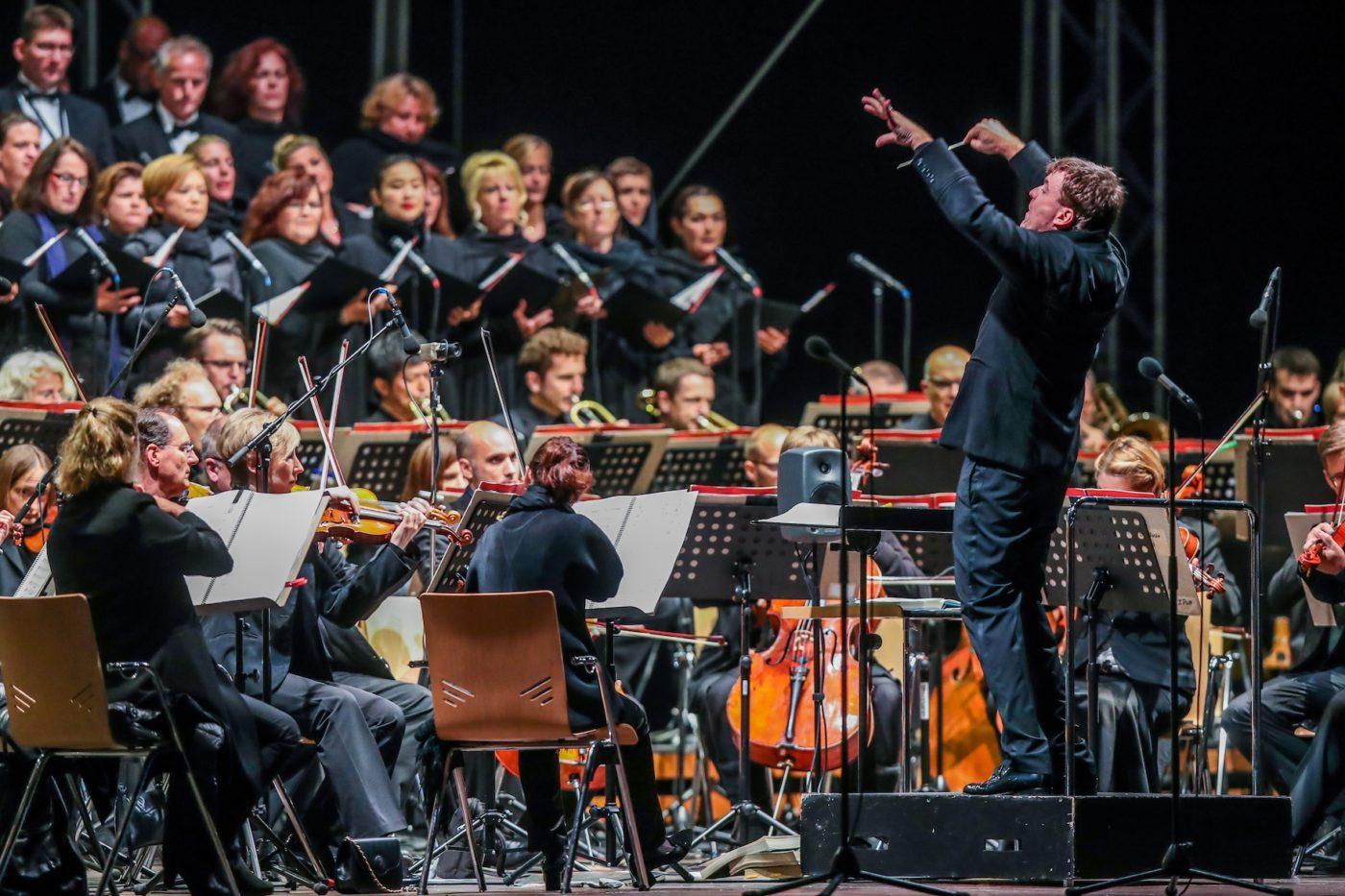 Philharmoniker spannen bei der Operngala einen großen Bogen: vom Nil über Rom und Sevilla bis nach Peking. / Foto @ Stephan Schuetze