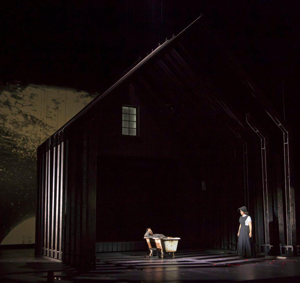 """Theater Basel """"Pelléas et Mélisande""""/ Andrew Foster-Williams, Elsa Benoit/ Foto ©Priska Ketterer"""