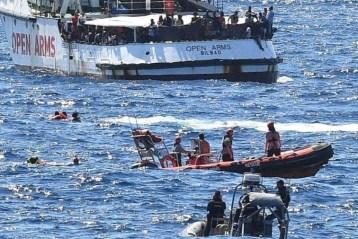 Open Arms débarquant à Lampedusa