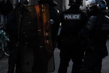 Des policiers dans la rue à Montpellier, France.