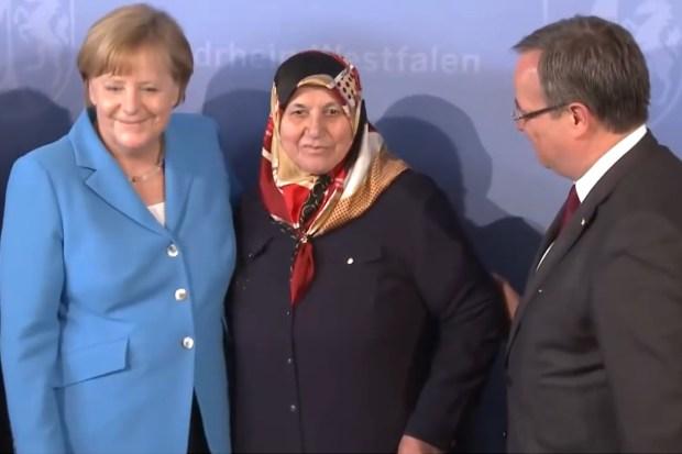 Angela Merkel op de herdenking van de terreuraanslag in Solingen