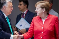 Premier Viktor Orbán en Bundeskanzler Angela Merkel op de EU-top (28-29 juni 2018)