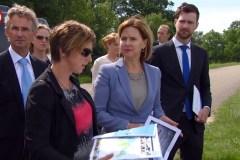 Minister Cora van Nieuwenhuizen van Infrastructuur en Waterstaat met haar ambtelijke staf op werkbezoek in Brabant.