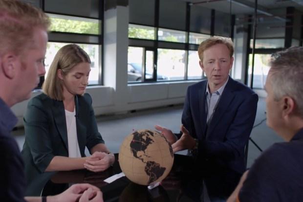NOS-meteorologen Peter Kuipers Munneke, Willemijn Hoebert, Gerrit Hiemstra en Marco Verhoef bespreken de dreigende ondergang van de wereld door het veranderende klimaat.